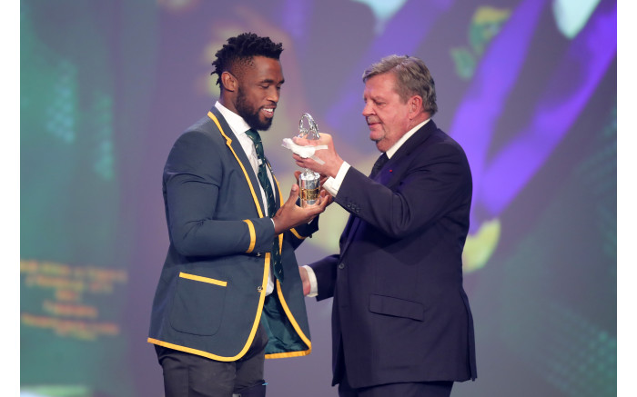 Laureus chairman Johann Rupert congratulates Bok captain Siya Kolisi on winning the Team of the Year Award. Picture: by Andreas Rentz/Getty