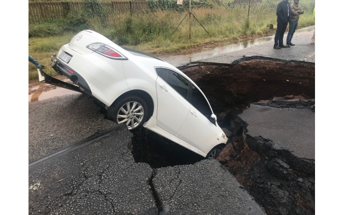 The road leading to Valhalla from the R55 in Centurion is closed after the road collapsed. Picture: Christa Eybers/EWN