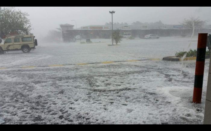 Hailstorm in Roodepoort.  Picture: @StormReportSA