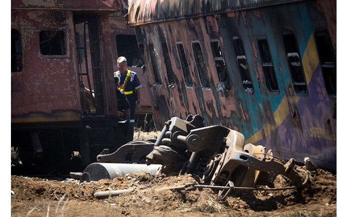 Officials clean-up the scene of a train crash in Kroonstad, Free State. Picture: Sethembiso Zulu/EWN