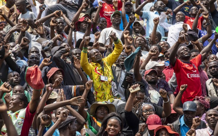Mourners of the late former Zimbabwean President Robert Mugabe sing and dance at Rufaro Stadium in Harare. Picture: Thomas Holder/EWN