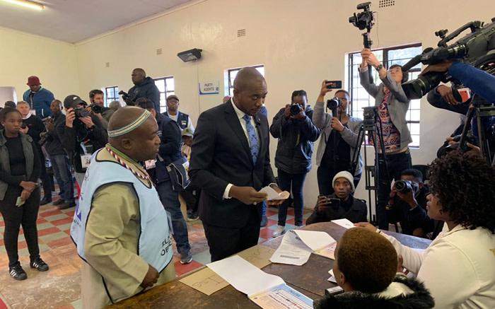 DA leader Mmusi Maimane at a voting station in Dobsonville, Soweto, to cast his vote. Picture: Christa Eybers/EWN