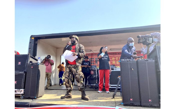 EFF provincial chairperson in KZN Commissar Vusumuzi Khoza addressing fighters in Phoenix on 5 August 2021.