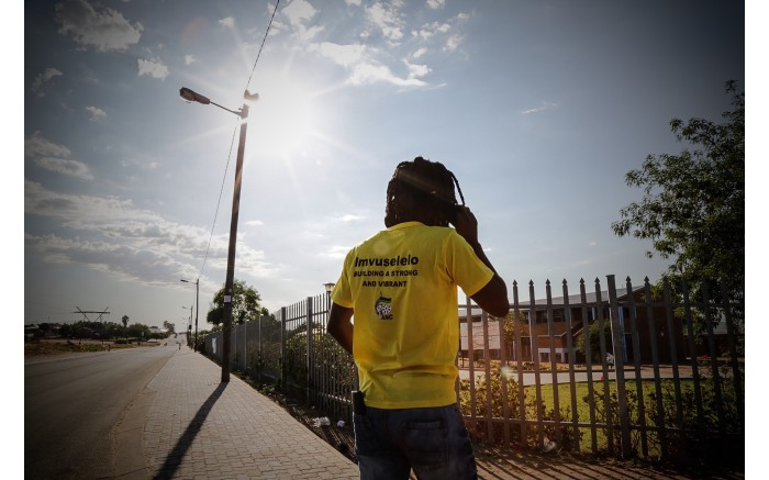 Members of the ANC canvassing outside a station in Bongolethu, Oudtshoorn. Picture: Thomas Holder/EWN