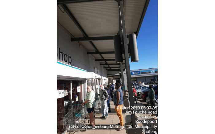 Queues  for alcohol in Roodepoort.