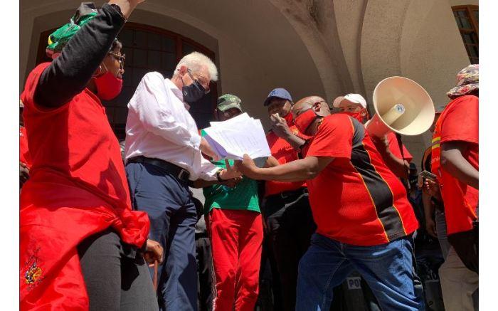 Unions hand over their memorandum to Western Cape Premier Alan Winde. Picture: Kaylynn Palm/EWN.