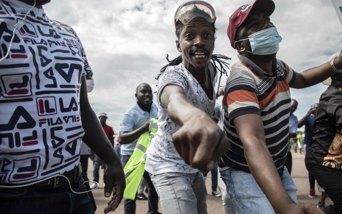 They chanted as the police directed traffic away from the protesters. Picture: Abigail Javier/EWN