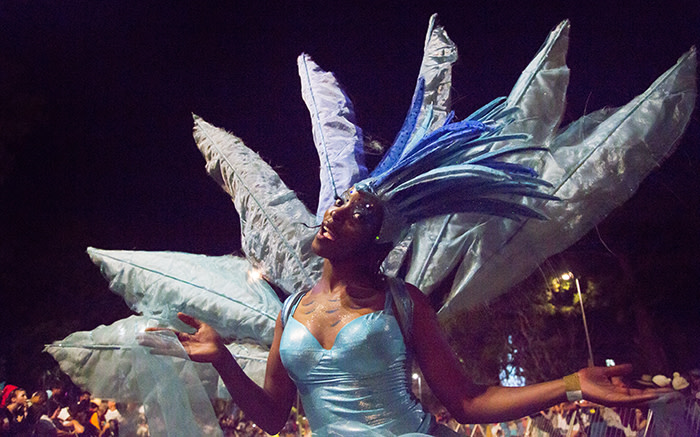 A dancer for the water element moves along the crowds, posing for the camera at the 2015 Cape Town Carnival. Picture: Thomas Holder/EWN