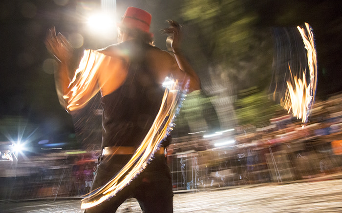 A fire dancer spins his poi to the excited crowd at the 2015 Cape Town Carnival. Picture: Thomas Holder/EWN