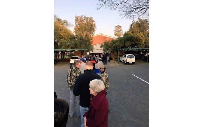 #Elections2016 get underway, people start to queue in Laerskool Wierdapark. Picture: Twitter @ReubenVN.