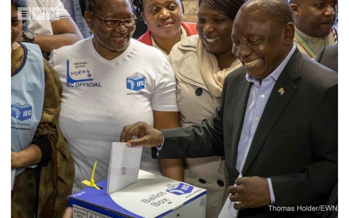 President Cyril Ramaphosa votes at Hitekani Primary School in Chiawelo in Soweto. Picture: Thomas Holder/EWN