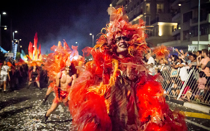 A fire monster and his back-up dancers set fire to the street at the 2015 Cape Town Carnival. Picture: Thomas Holder/EWN
