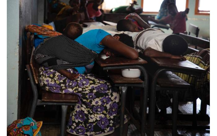 People displaced by Cyclone Idai sleep on school desks where a shelter has been set up in an old school. Christa Eybers/EWN
