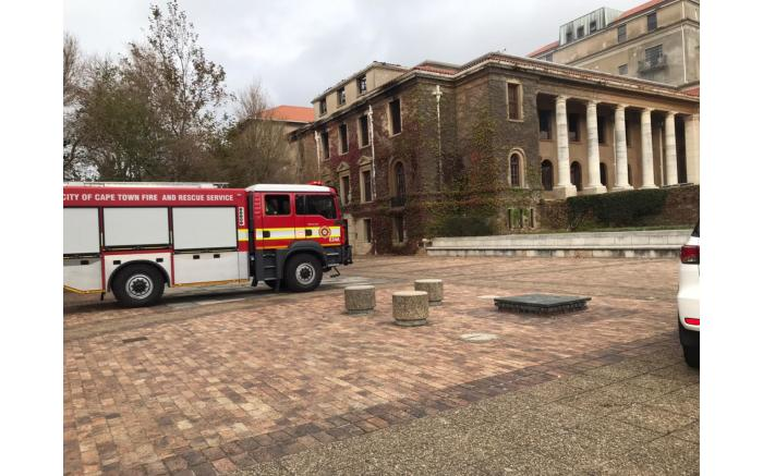 A fire engine on UCT's upper campus. Picture: Lizell Persens/Eyewitness News