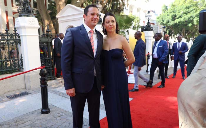 TRUE BLUE: DA interim leader John Steenhuisen and his wife Terry in the party's colours. Kayleen Morgan/EWN