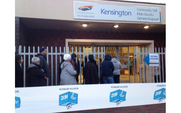 #Elections2016 get underway, people start to queue in Kengsington. Picture: Twitter @ReubenVN.