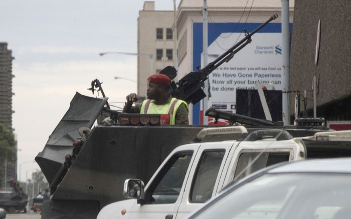 Zimbabwean soldiers at an intersection in Harare on 15 November 2017. Picture: AFP.