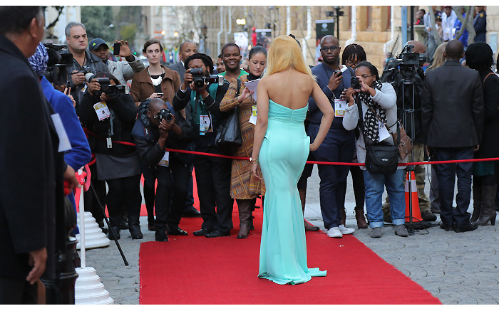 Chomee once again stuns on the red carpet in a figure-hugging floor-length dress.