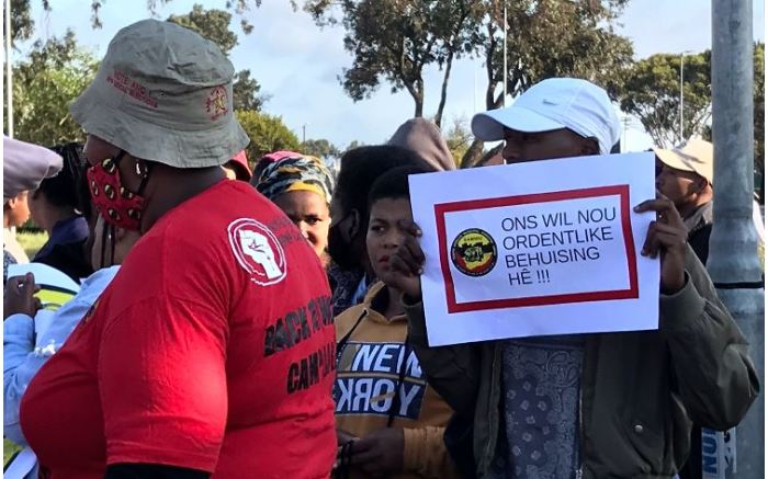 Striking workers prepare to march in Cape Town. Picture: Kevin Brandt/EWN