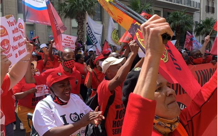 Striking workers at the Western Cape Provincial Parliament. Picture: Kaylynn Palm/EWN.
