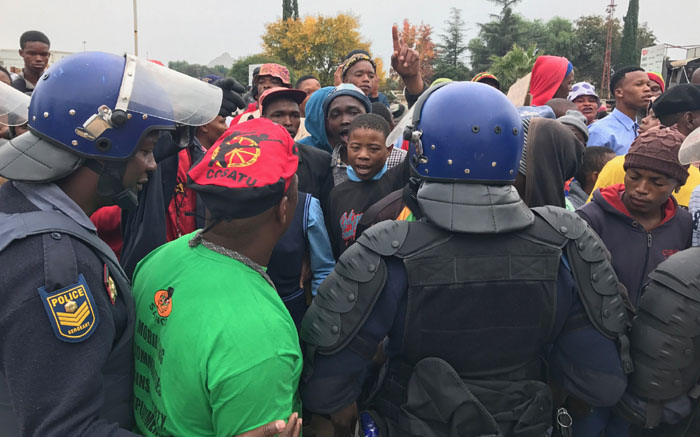 Police and community members clash outside the Coligny magistrates court. Picture: Kgothatso Mogale/EWN