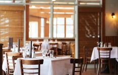 How are restaurants coping with the restrictions on crowds and opening times?