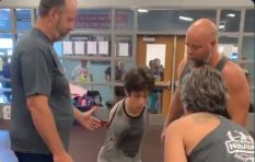 [WATCH] Beautiful moment as boy without arms conquers the box jump