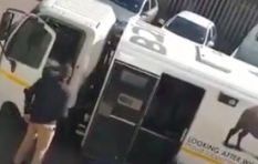 [VIDEO] Armed men casually rob cash-in transit van in Pretoria in broad daylight