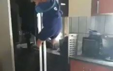 [WATCH] Twin toddlers climbing a fridge has Twitter in stitches!