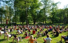 The public is pumping iron on Parliamentary lawns