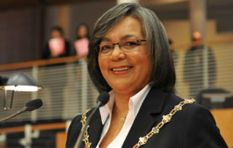 De Lille says we'll know on Wednesday whether she's keeping the mayoral chain