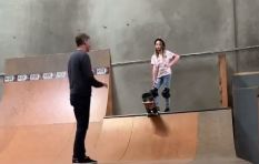 [WATCH] Legendary skateboarder Tony Hawk teaches daughter how to skateboard