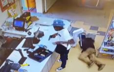 [WATCH] Man stealing from armed robber goes viral