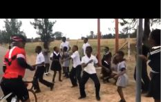 [WATCH] Pupils dance to music made from a street pole in a true Mzansi way