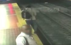 [WATCH] Commuter distracted by cellphone falls onto train tracks