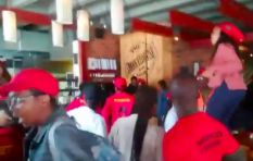 [WATCH] EFF invades Catzevelos-linked eatery, dance on the tables