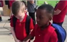 [WATCH] Little boy helps friend with autism deal with first day of school