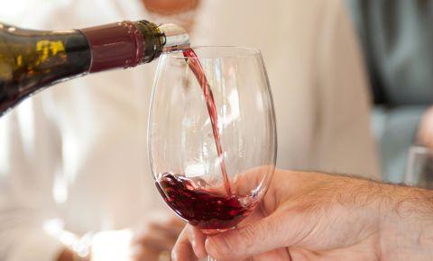 Vineyard-Hotel-Wine Tasting.jpg