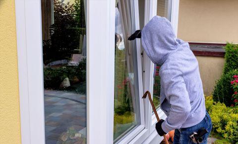 House burglary housebreaking burglar crime robbery 123rfcrime 123rf