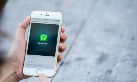 whatsapp-message-cellphone-mobile-app-screen-social-media-data-internet-123rf