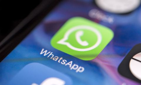 WhatsApp-message-log-app-smartphone-social-media-texting-technology-123rf