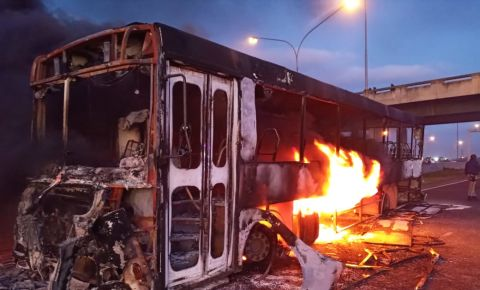 Golden Arrow bus torched on N2