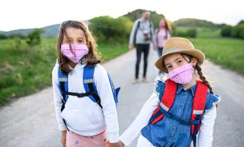 Family children girls outdoor cloth face masks 123rf 123rflifestyle