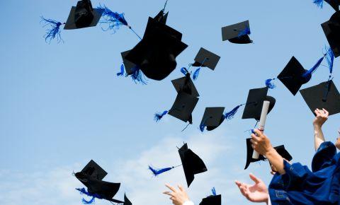 graduation-invitation-vs-graduation-announcement.jpg