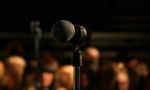 microphone-mic-stage-audiencejpg
