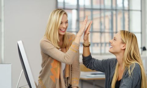 Females women entrepreneurs high-five businesswomen 123rfbusiness 123rf