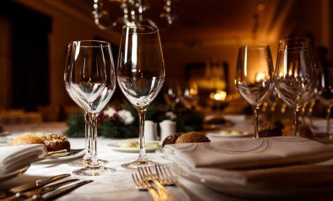 Restaurant table setting 123rf